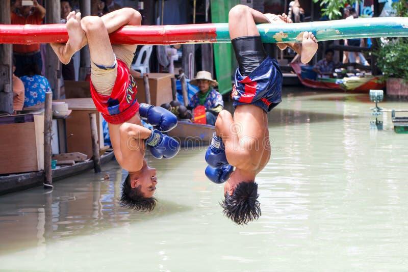 Wodny Tajlandzki boks lub Muay Talay () zdjęcia stock