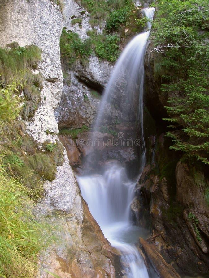 Download Wodospad zdjęcie stock. Obraz złożonej z fontanna, kropla - 134788