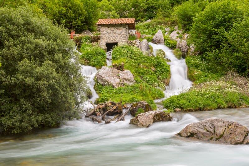 Wodospad nad rzeką Cares fotografia royalty free
