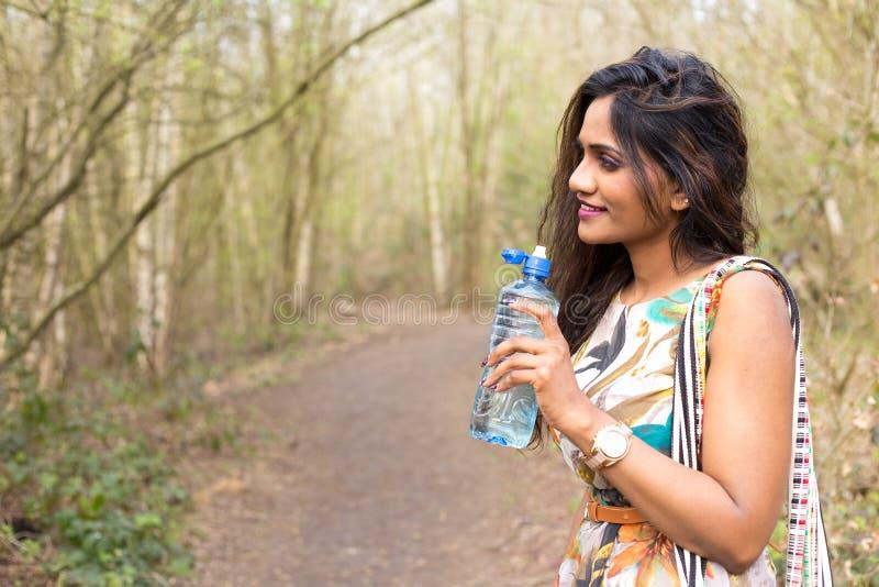 Download Wody pitnej zdjęcie stock. Obraz złożonej z portret, femaleness - 53792870