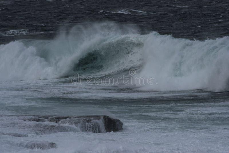 Woede van de oceaan stock foto