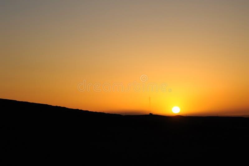 Woestijn bij zonsopgang stock afbeeldingen