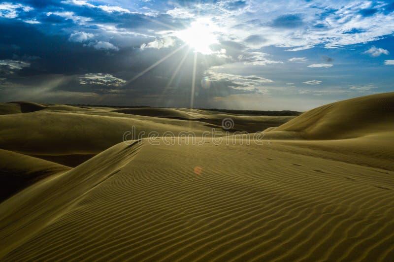 Woestijn en hemel royalty-vrije stock foto's