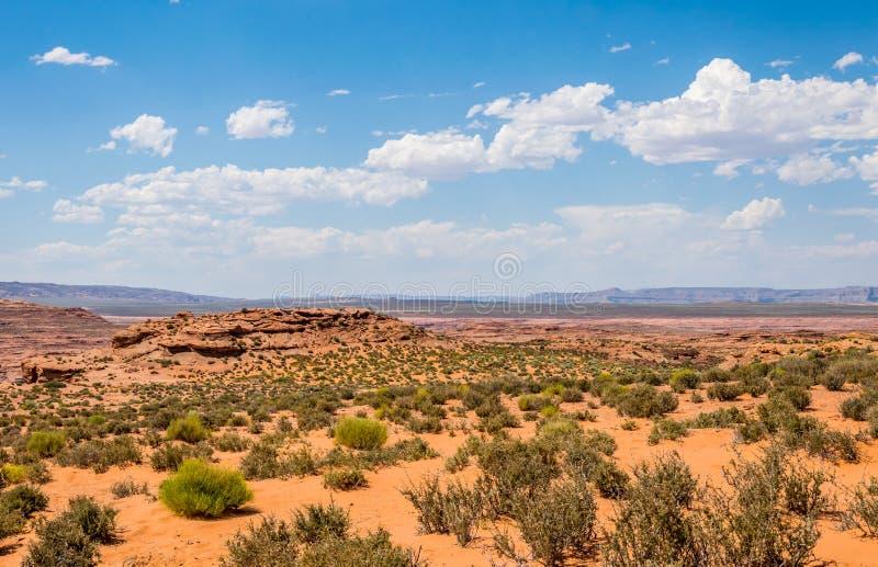 Woestijn rotsachtig landschap van het zuidwesten van de V.S. Woestijn rotsachtige vallei in Arizona stock foto