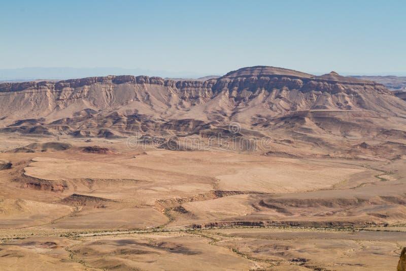Woestijnlandschap, Makhtesh Ramon in Negev-woestijn, Israël royalty-vrije stock afbeeldingen