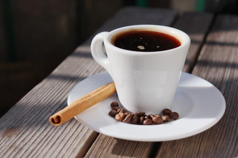 Wohlriechende Sonne des Kaffees morgens lizenzfreies stockfoto