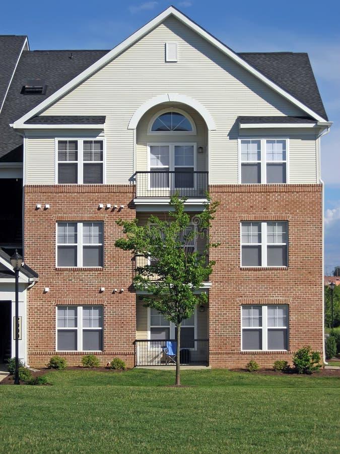Wohnanlage-Fassade stockfotos