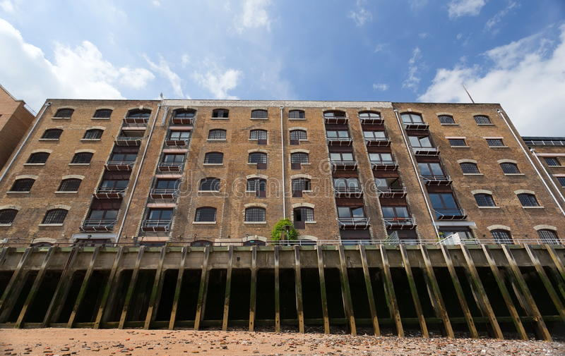 Wohnblock in den Docklands. London. Großbritannien stockfotos