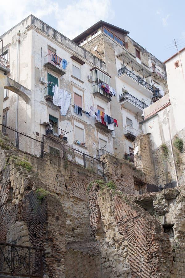 Wohngebäude, im Stadtzentrum gelegenes Neapel, Italien stockfotografie