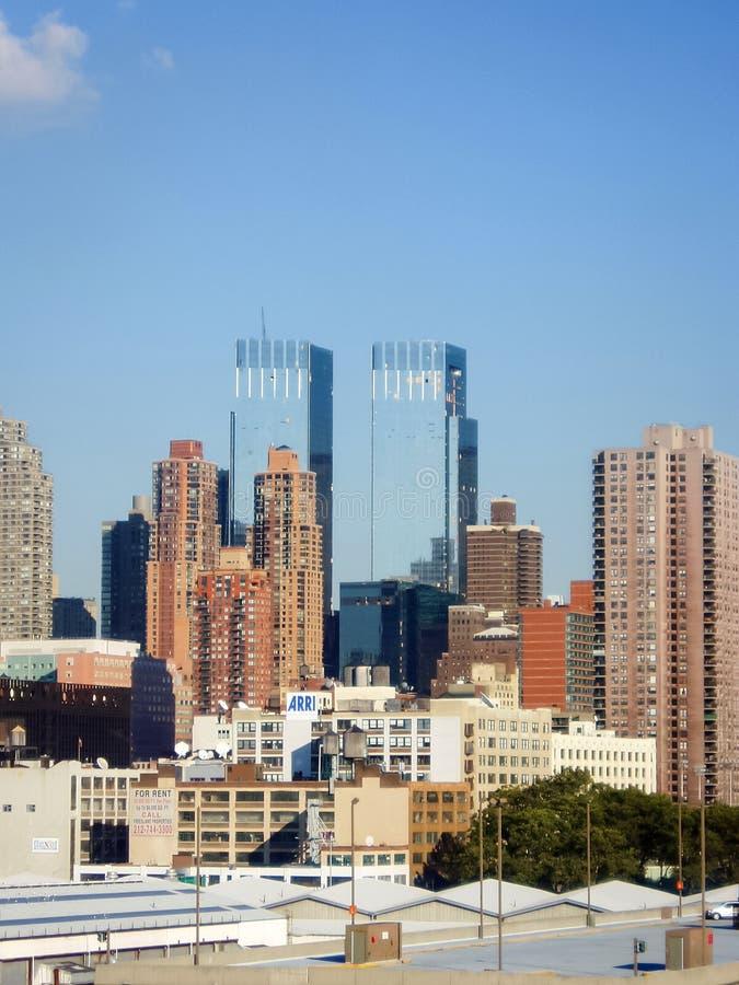 Wohngebäude und Zeit Warner Center stockfoto
