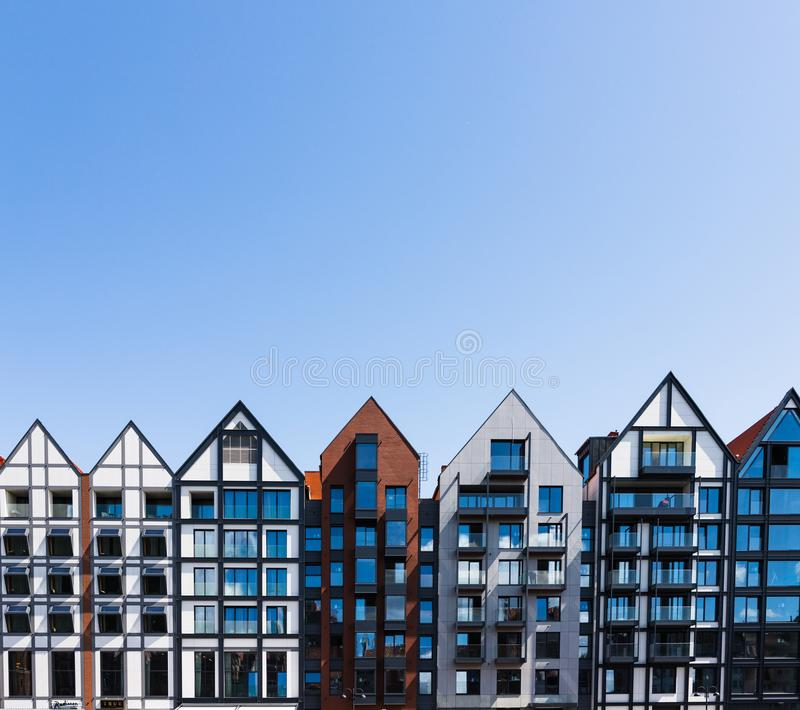 Wohnheim und herd errichtender Komplex der Wohnung mit Torkonzept Hauswohnungsbau-Architektenarchitektur Gdansk, lizenzfreie stockfotografie