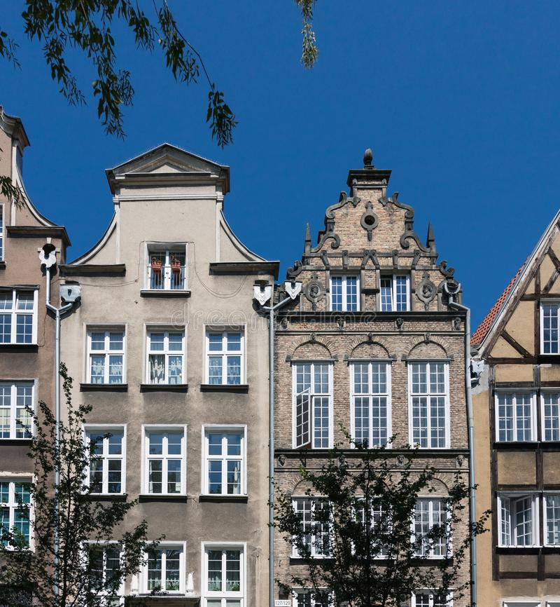 Wohnheim und herd errichtender Komplex der Wohnung mit Torkonzept Hauswohnungsbau-Architektenarchitektur Gdansk, stockfotografie