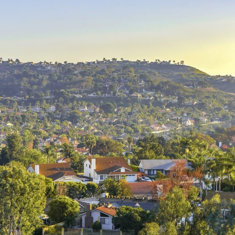 Wohnheime auf Rolling Hills in San Clemente stockfotos