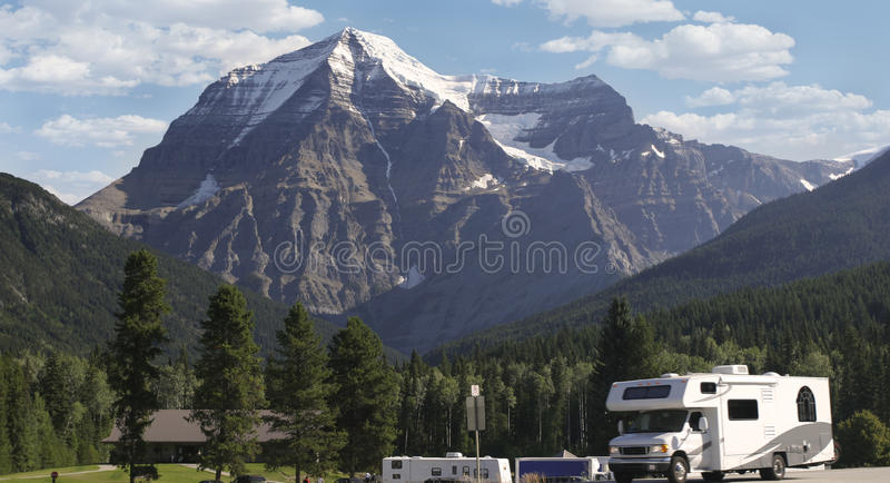 Wohnmobil am Berg Robson, Kanada lizenzfreies stockfoto
