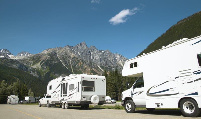 Wohnmobile auf Kanadier Rocky Mountains Im Stadtzentrum gelegenes Vancouver kanada lizenzfreie stockfotos
