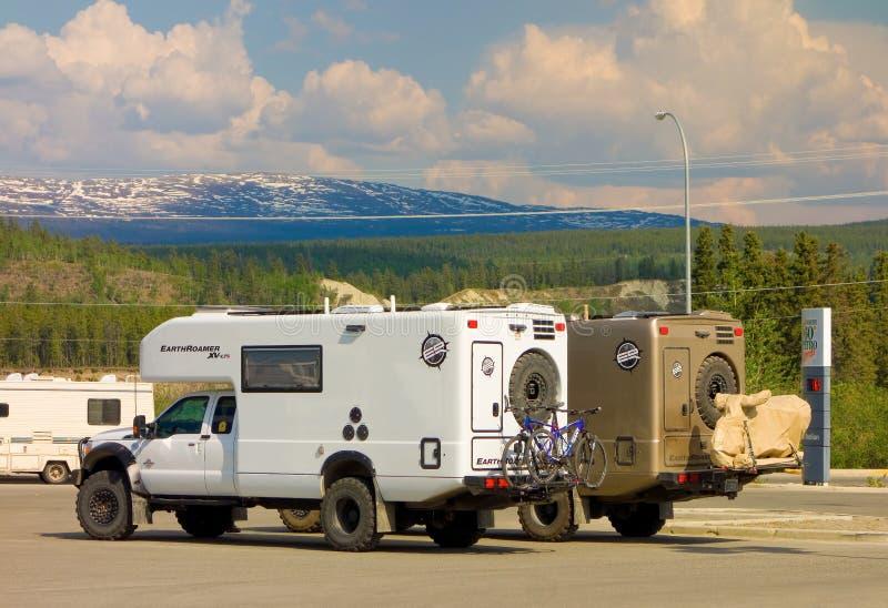 Wohnmobile nicht für den Straßenverkehr, die Fahrräder am whitehorse tragen stockfotografie