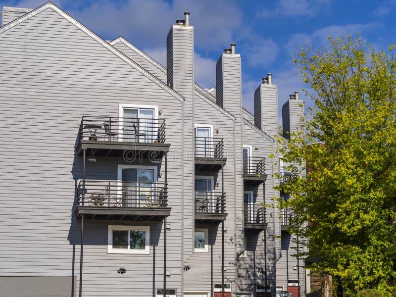 Wohnungen an Riverview-Nachbarschaft in Tulsa stockfotos