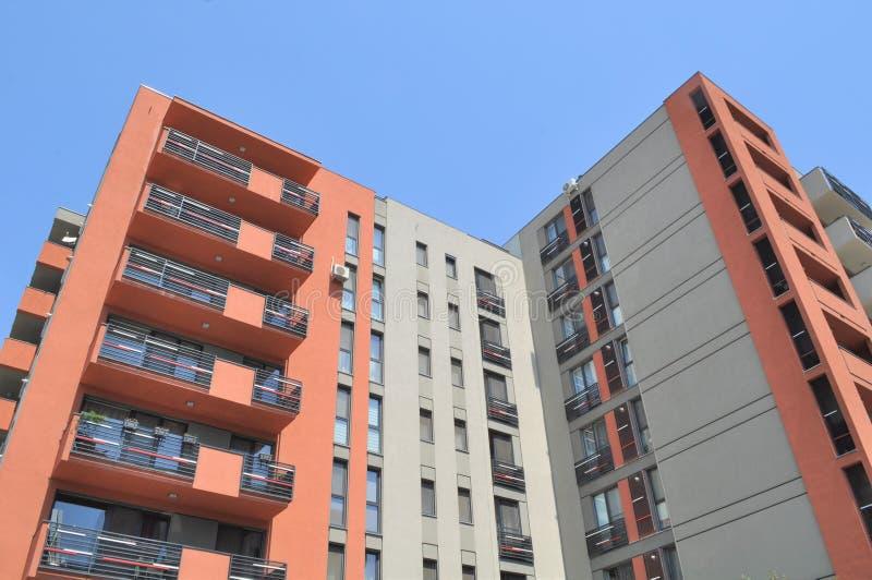 Wohnwohnungskomplex stockfotos