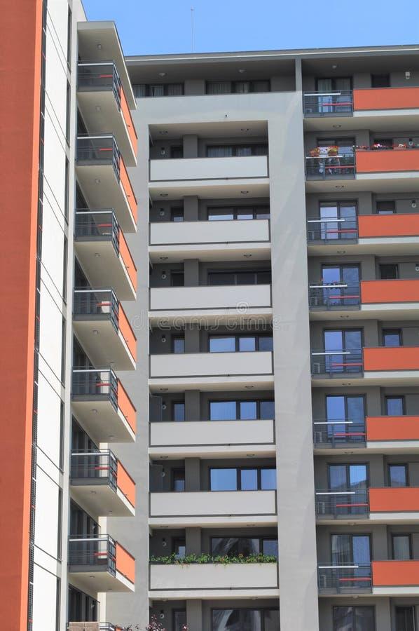 Wohnwohnungskomplex lizenzfreies stockbild