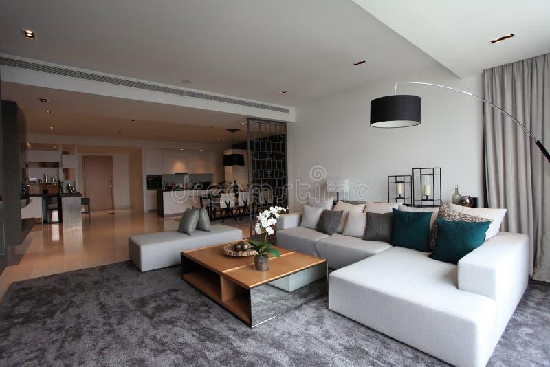 Wohnzimmer in der Luxuseigentumswohnung in Kuala Lumpur stockbild