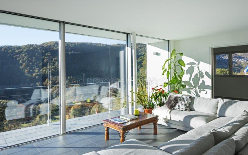 Wohnzimmer des Luxushauses lizenzfreie stockbilder