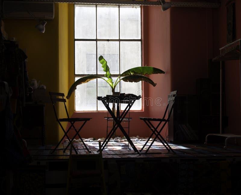 Wohnzimmer mit Anlagen lizenzfreies stockbild