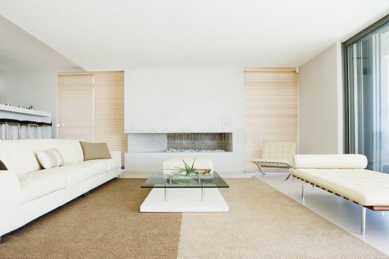 Wohnzimmer mit Dekoration lizenzfreies stockbild