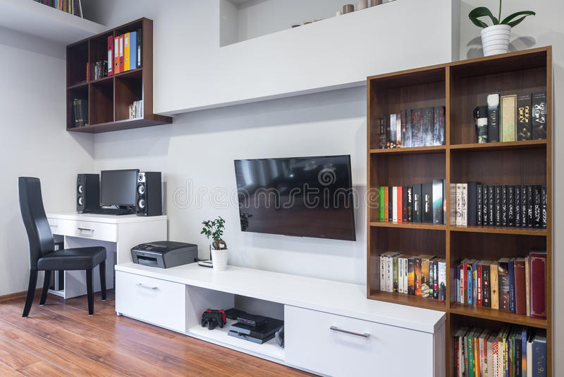 wohnzimmer und b ro kombiniert stockfoto bild von schreibtisch b cherregal 77904506. Black Bedroom Furniture Sets. Home Design Ideas