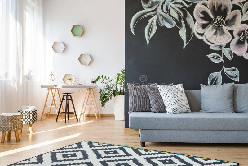 Wohnzimmer und Werkstatt stockfotos