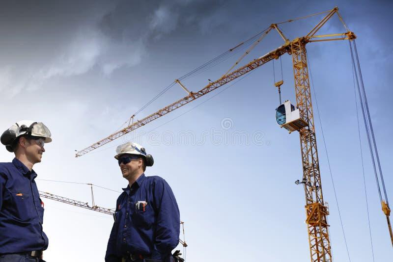 Woirkers et industrie de construction photographie stock libre de droits
