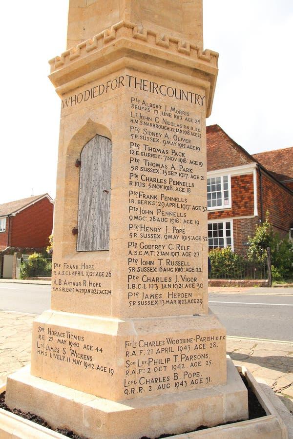 Wojenny pomnik blisko Świątobliwego Bartholomew kościół, Burwash, Sussex, Anglia zdjęcie royalty free