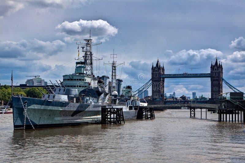 Wojenny statek muzealny Belfast, wierza Przerzuca most, Thames, Londyn, Anglia zdjęcie stock