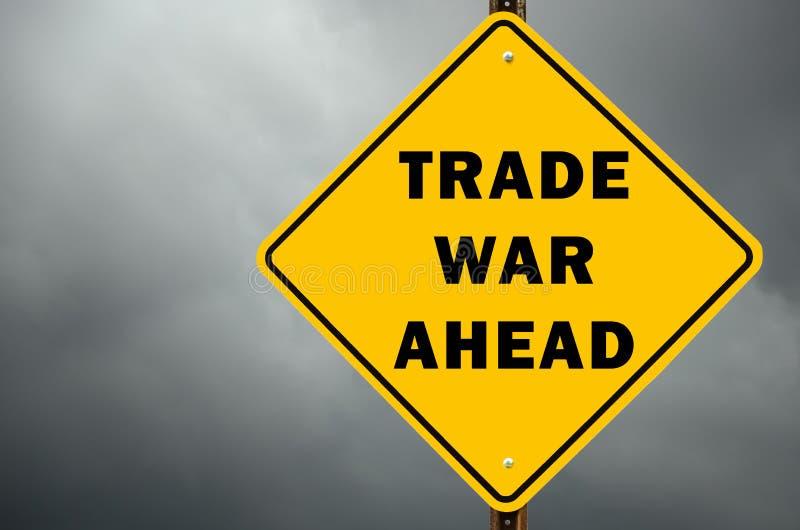Wojna handlowa naprzód konceptualny znak ostrzegawczy zdjęcia stock