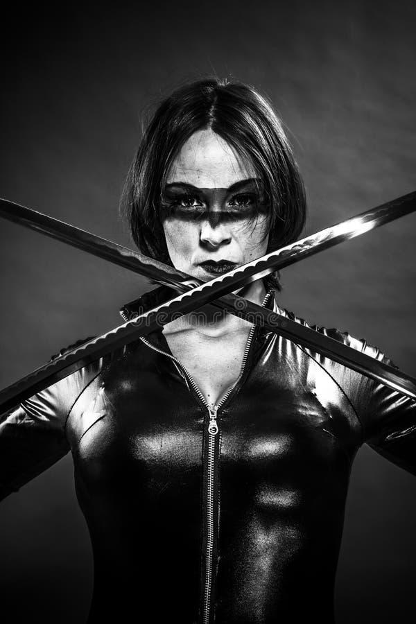 Wojownik, dziewczyna z katana kordzikiem. ubierający w czarnym lateksie, komiczka s zdjęcia royalty free