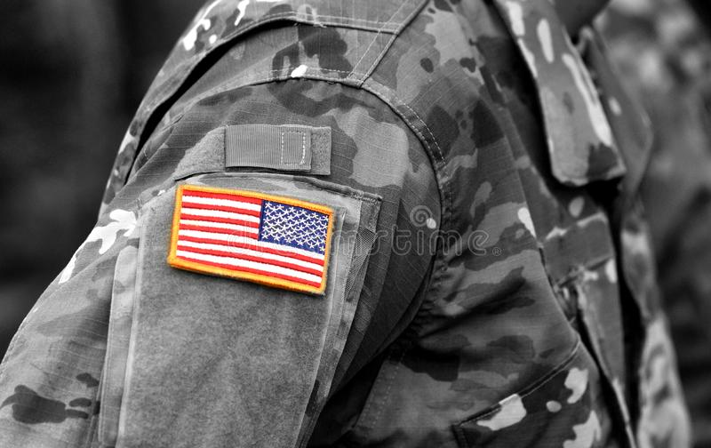 wojsko USA munduru łaty flaga armia nas opancerzenia napadu ciała zakończenia pojęcia flaga zieleni m4a1 militarny karabinu s str zdjęcia royalty free