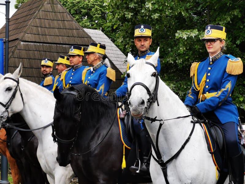Wojskowych stra?nicy w gwardii honorowej na horseback przy Elisabeth pa?ac, Bucharest obrazy royalty free