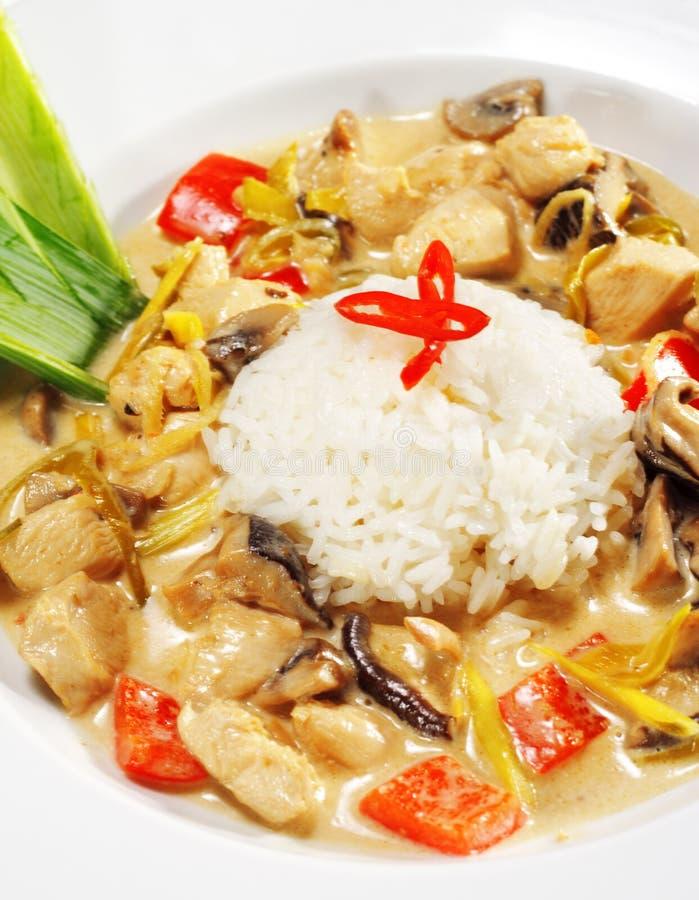 wok тарелок цыпленка тайский стоковое изображение rf