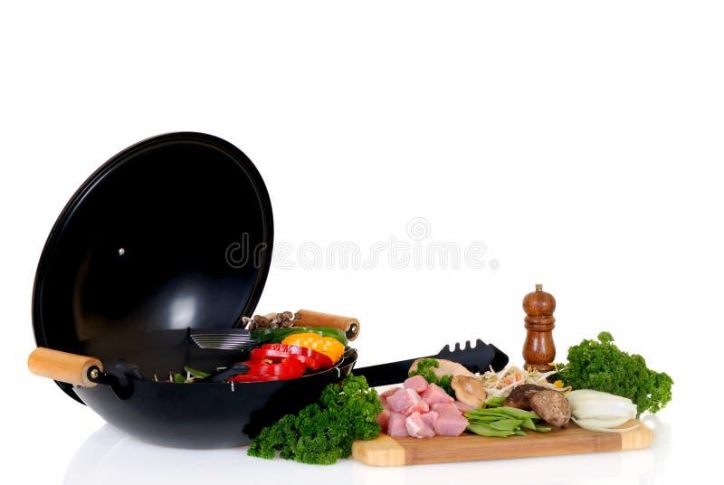 Wok con carne e le verdure fotografie stock libere da diritti