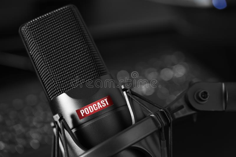 Wokalnie mikrofon z podcast tekstem obraz royalty free