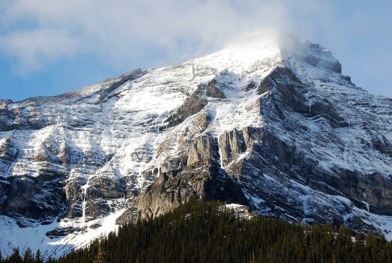 wokoło chmur góry śniegu fotografia stock