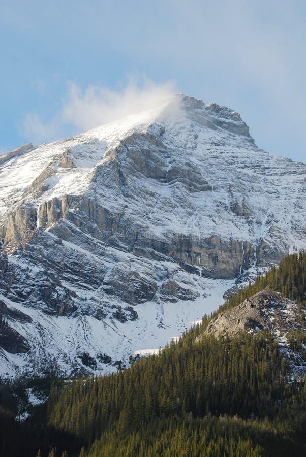 wokoło chmury góry śniegu obrazy stock