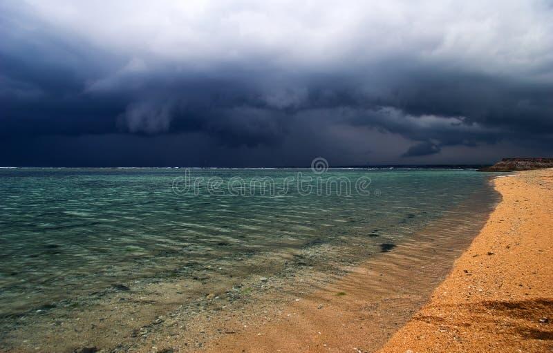 wokoło zły wyspy tropikalnej pogody zdjęcia royalty free