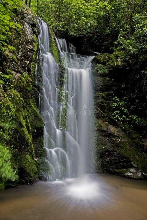 Wolf Creek Falls en las montañas ahumadas fotos de archivo