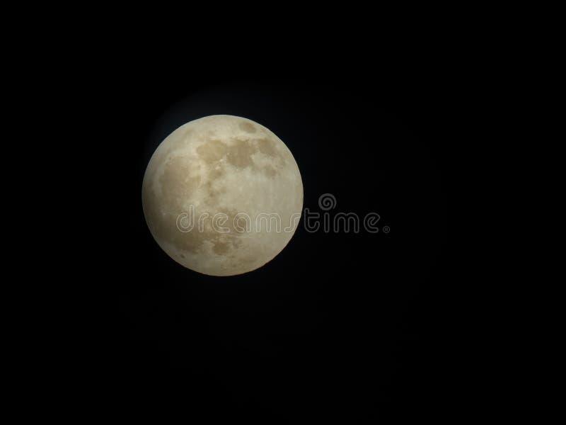 Wolf Moon / Full Moon come visto il 10 gennaio 2020 fotografia stock libera da diritti