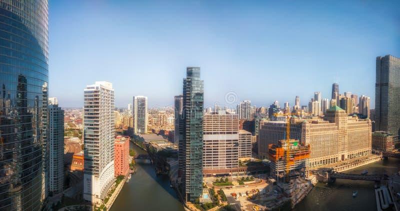 Wolf Point på Chicagoet River med ett nordligt perspektiv Chicago Illinois, USA royaltyfria foton