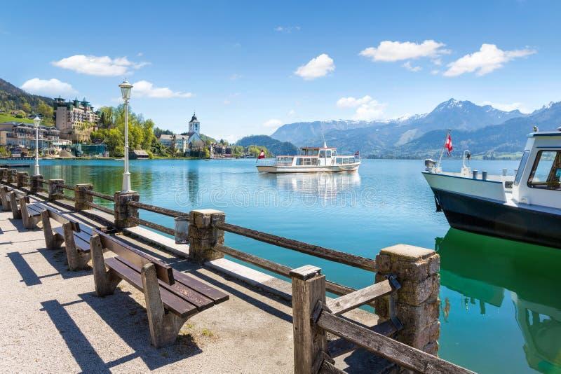 Wolfgangsee在圣沃尔夫冈,萨尔茨卡默古特,奥地利的湖巡航 库存图片