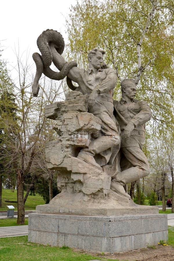 Wolgagrad, Russland Bildhauerisches Zusammensetzung ` Faschismus-Abbruch ` an den Helden quadrieren Mamayev kurgan stockfotos