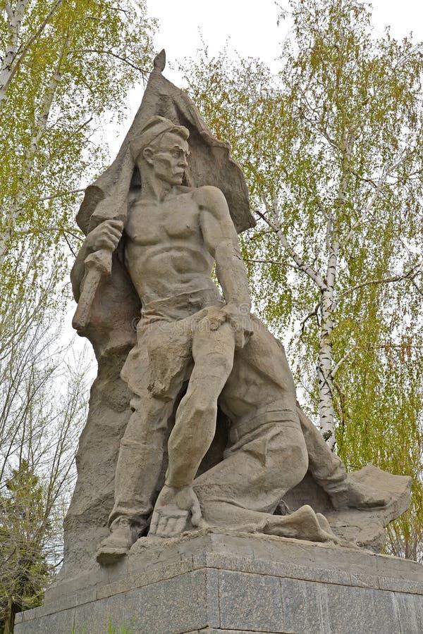 Wolgagrad, Russland Bildhauerisches Zusammensetzung ` Vorkämpfer ` an den Helden quadrieren Mamayev kurgan lizenzfreie stockfotografie