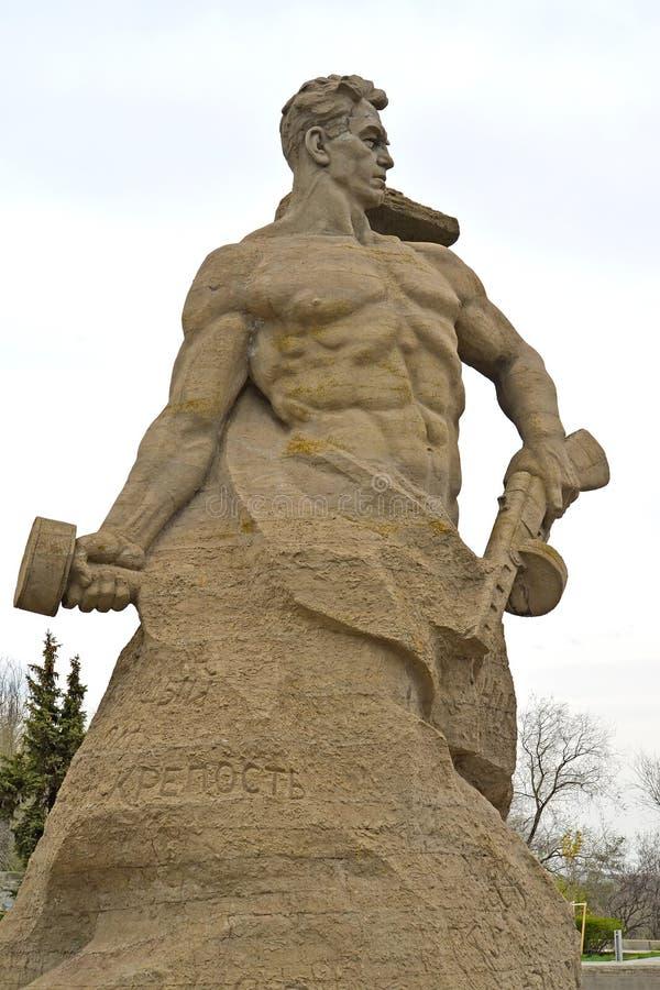 Wolgagrad, Russland Skulptur ` zu einem Zurückgehung! ` auf dem quadratischen `, zum im letzten Abzugsgraben zu sterben! ` Mamaye stockbilder