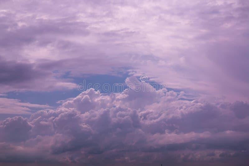 Wolk op hemel stock afbeelding